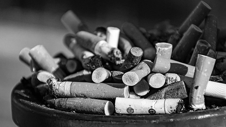 タバコ臭い部屋